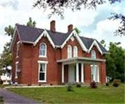 Photo of Country Charm Historic Farmhouse Bed and Breakfast - Paris, KY