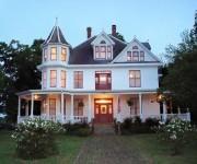 Photo of Red Raven Inn Bed & Breakfast - Yellville, AR